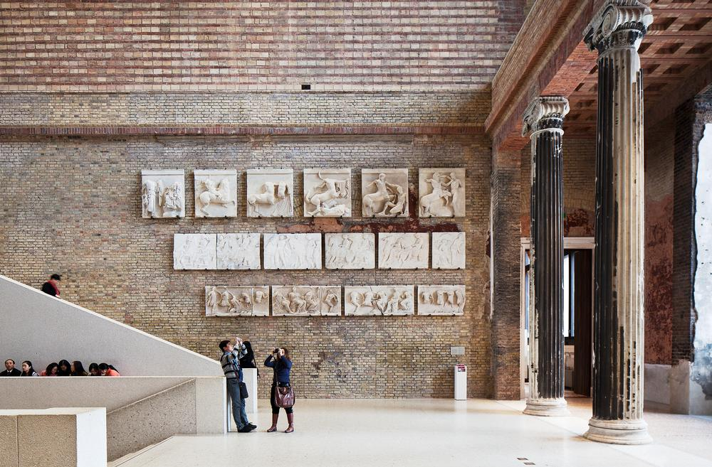 The central hall in the Neues Museum was destroyed. Historic plaster casts have been restored and repaired and a new staircase added / ©Ute Zscharnt for David Chipperfield
