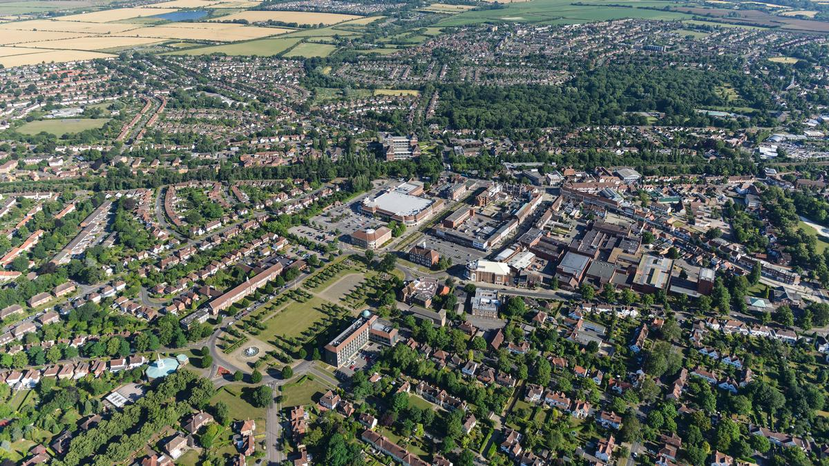 Letchworth Garden City was the first English settlement to follow Ebeneezer Howards's model for a community closely integrating housing and nature / Letchworth Garden City