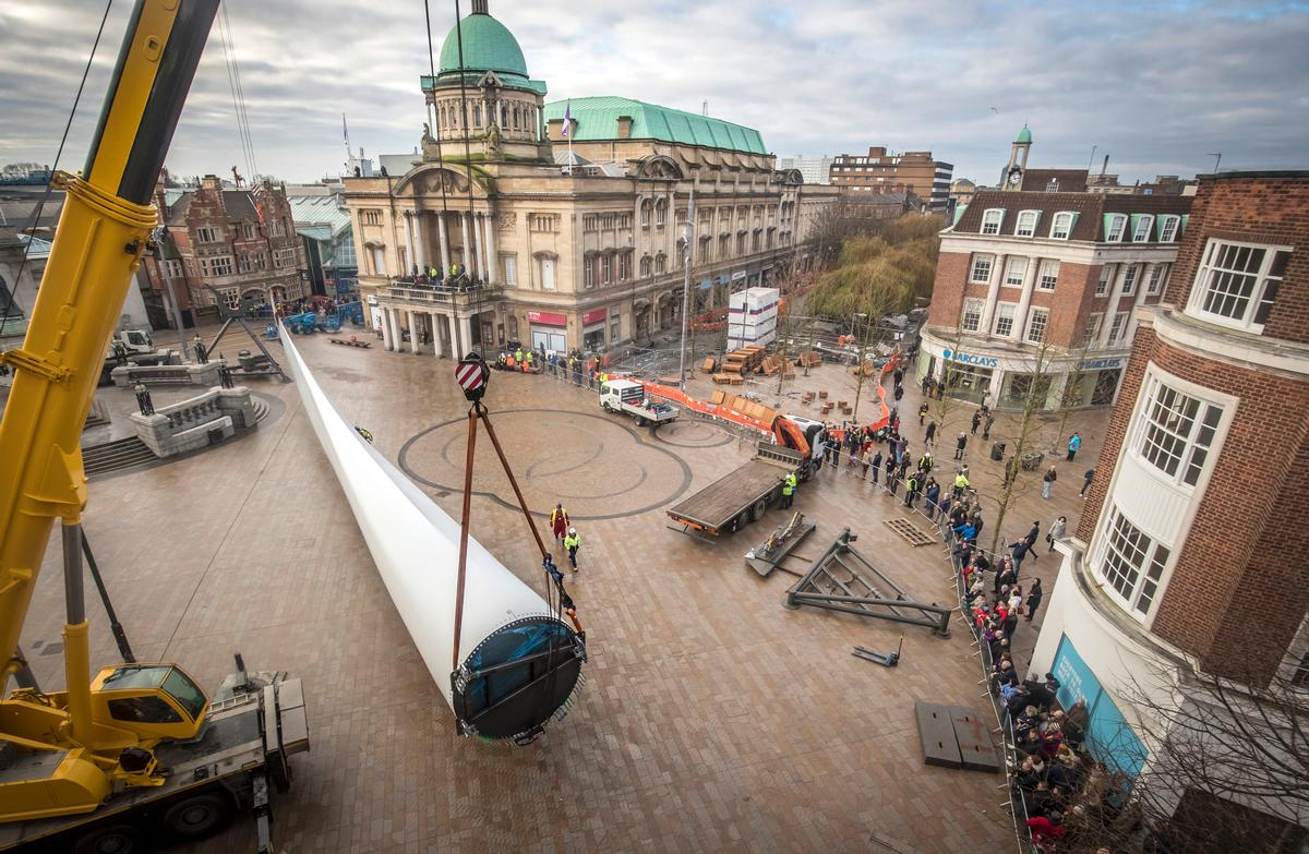 Giant wind turbine artwork installed in Hull for UK City of