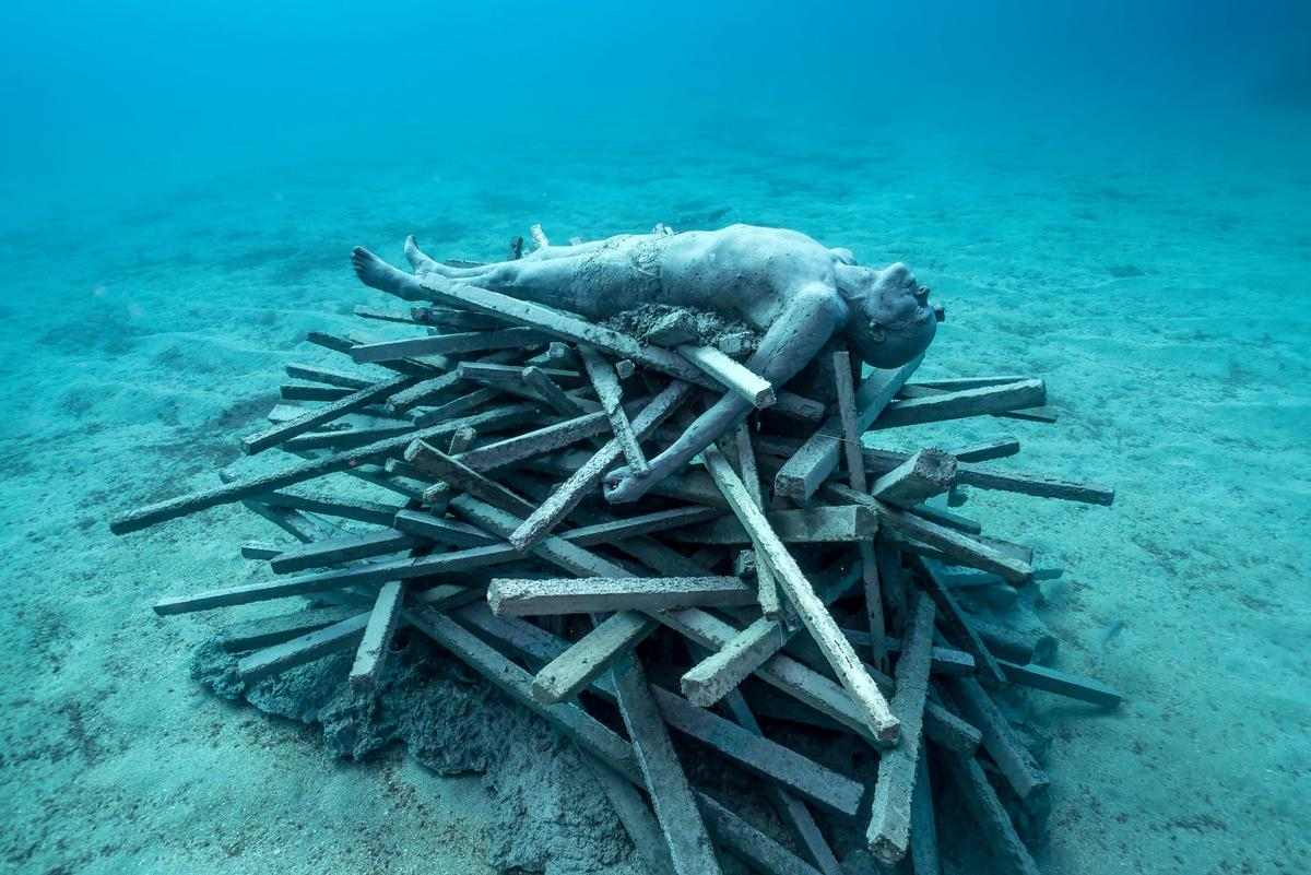 The Immortal Pyre depicts a funeral pyre / Jason deCaires Taylor