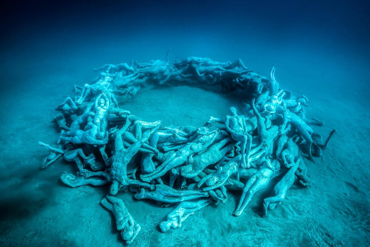 The Human Gyre is the final installation in the tour, with more than 200 life-size works / Jason deCaires Taylor