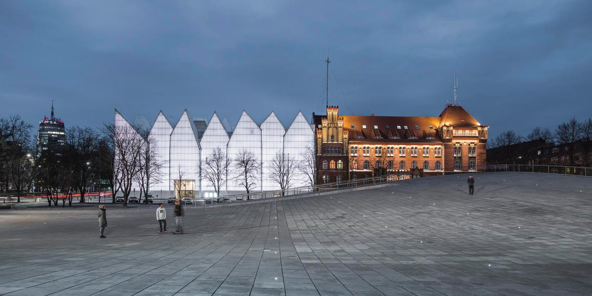 The museum is adjacent to cultural landmarks, such as Estudio Barozzi Veiga's Konzerthaus / KWK Promes
