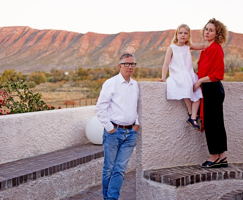 Jennifer Beningfield and her family at the Swartberg House, Great Karoo, South Africa.  Photographed by Tatjana Meirelles for Well Home, August 2018 / Tatjana Meirelles