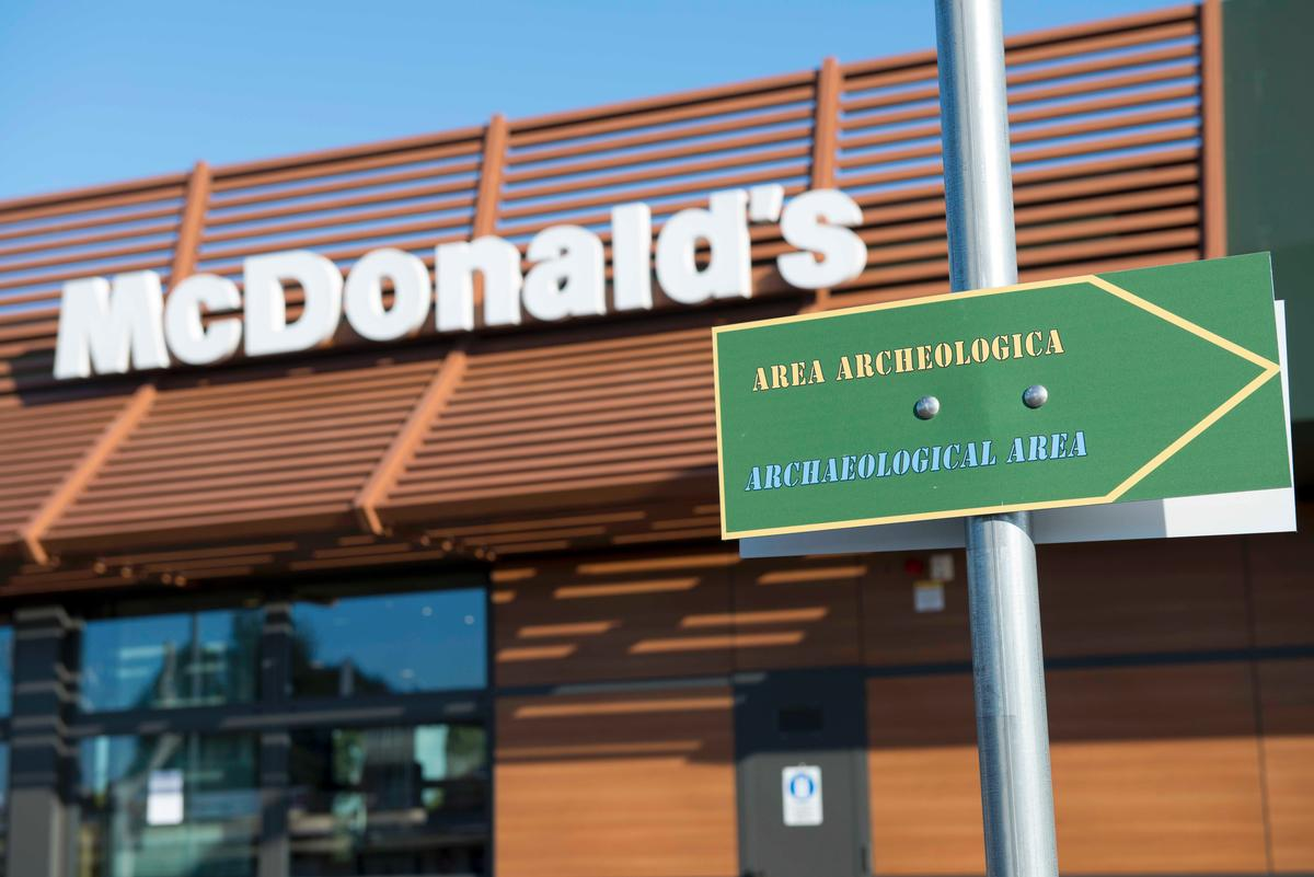 The museum/restaurant comes with signs in English and Italian, explaining the history of the road and how it was discovered / McDonald's Italia