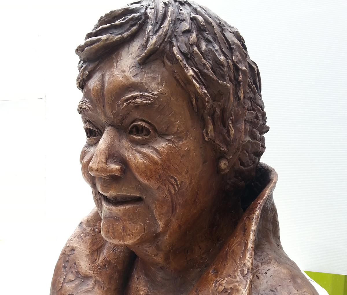 Shenda Amery's bronze sculpture will be unveiled by Princess Katarina of Yugoslavia / Shenda Amery