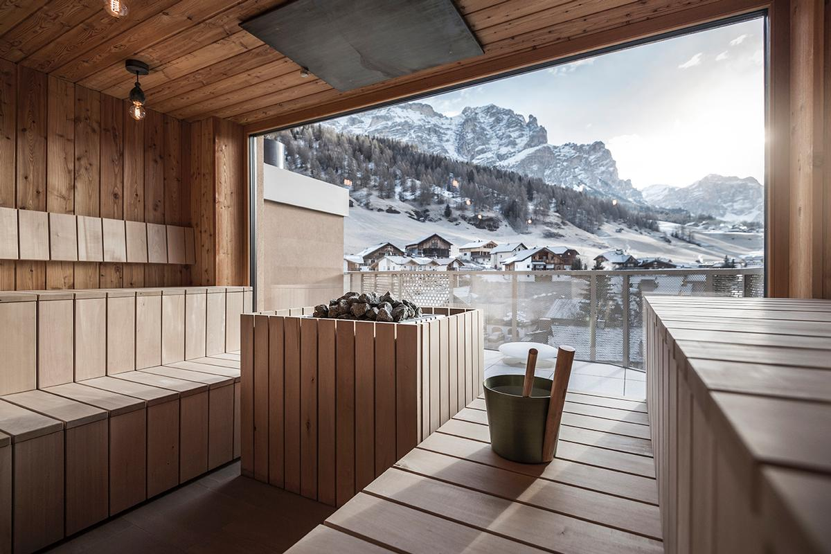 A sauna looking towards the mountain features / noa*