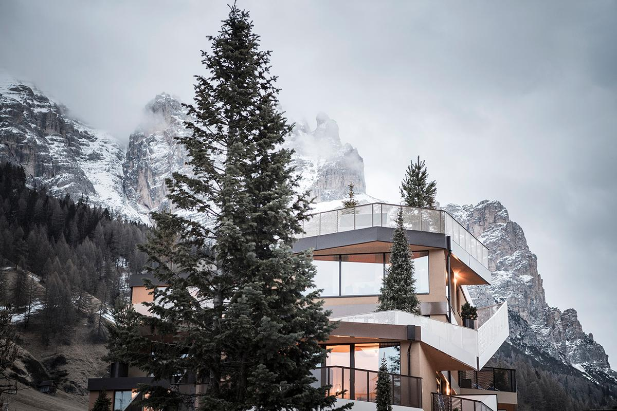 """Guests can """"ascend"""" the hotel as if it was a mountain via stairs and ramps that wind up and around the building to the summit / noa*"""