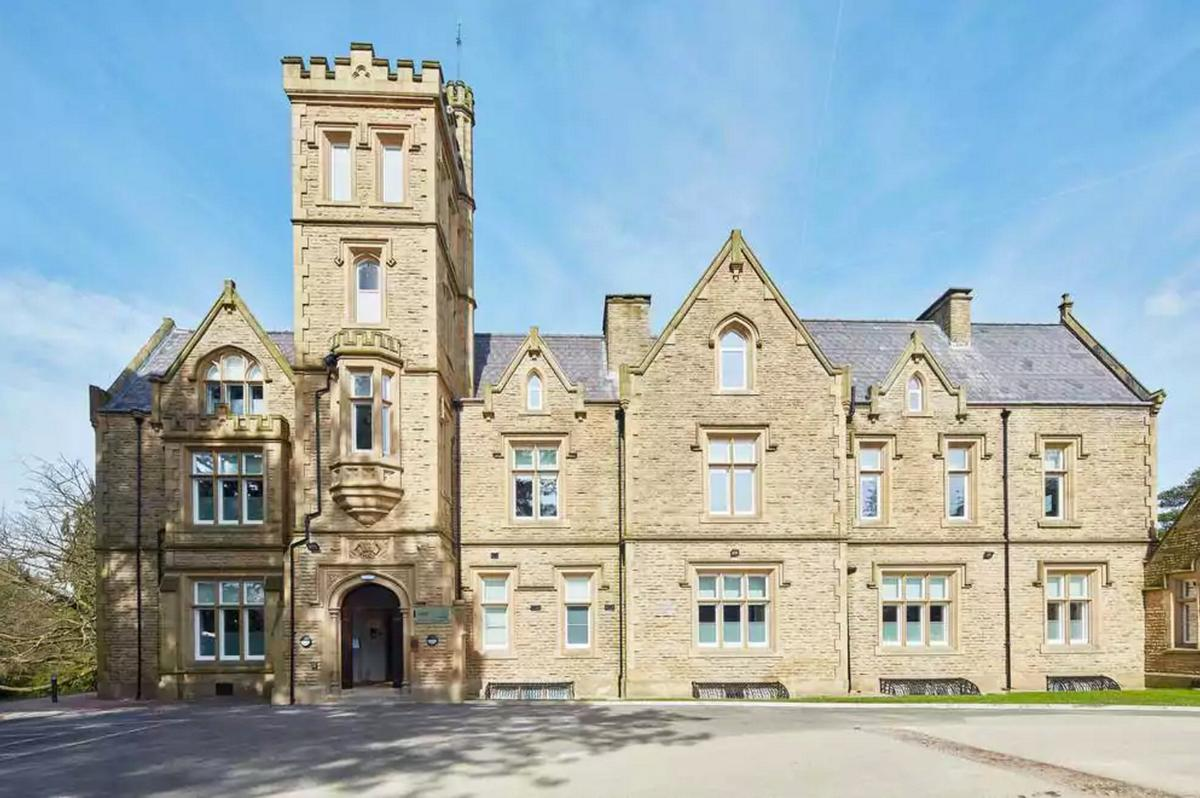 Over an 18-month period, Tim Groom Architects and interior designers SpaceInvader transformed Buntwood Hall / Oddfellows