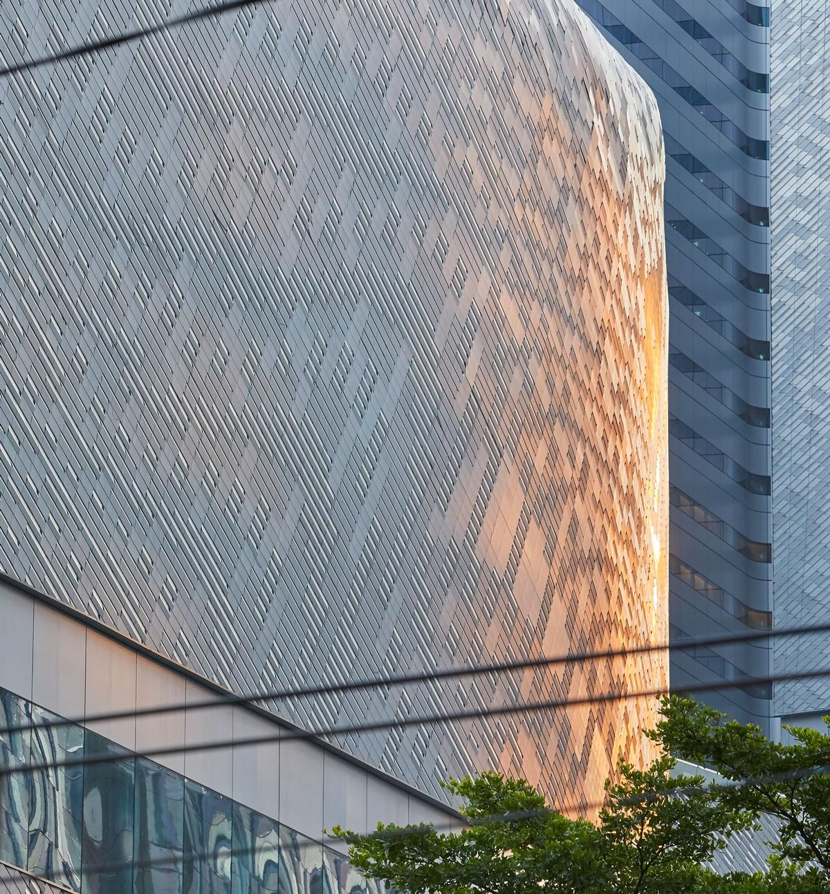 Uniting traditional craftsmanship with digital design technologies, the façade reflects the country's tradition of intricate pattern making / Hufton + Crow