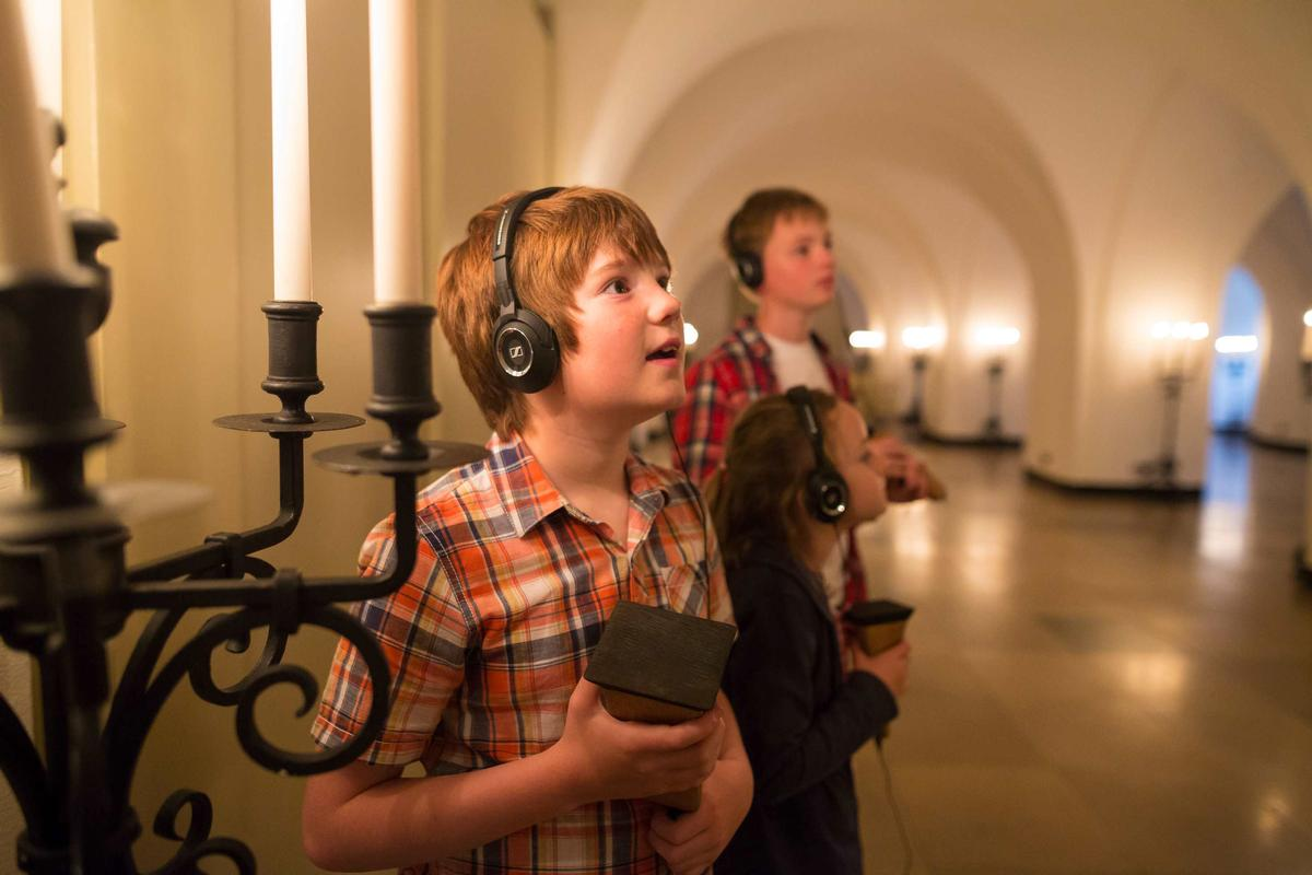 The Lost Palace uses haptic technology and 3D binaural sound to lead visitors on a augmented journey through British history