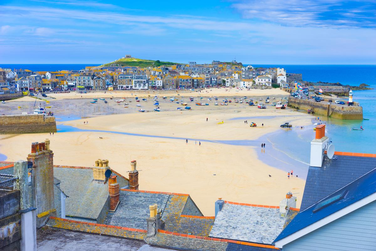 53 per cent of those taking a staycation prefer to travel to the sea, with the top seaside destinations being Cornwall, Devon, North Wales, Blackpool and Isle of Wight / Shutterstock.com