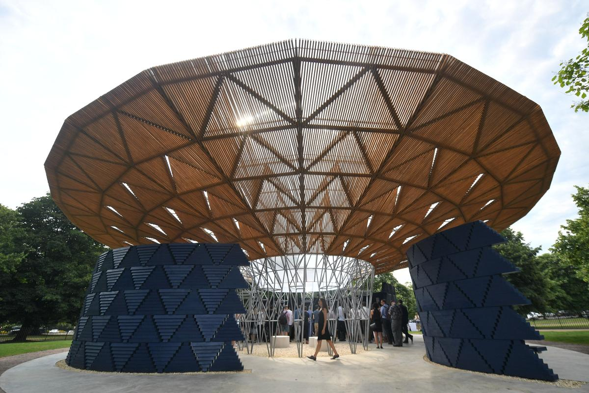 Technical consultant David Glover, fabrication firm Stage One and engineers AECOM collaborated with Kéré's team on the project / Victoria Jones/PA Images