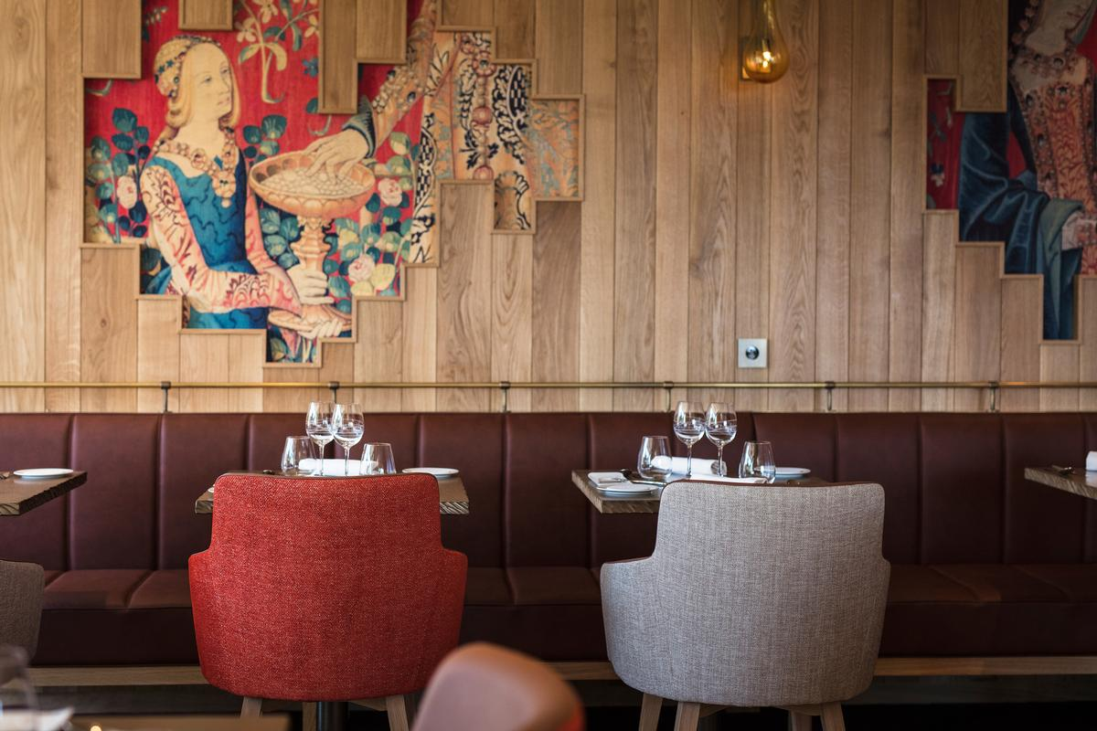Designed by Bruno Borrione and Mariana Casagrande, the restaurant decor takes its inspiration from The Lady and the Unicorn / @MatthieuCellard
