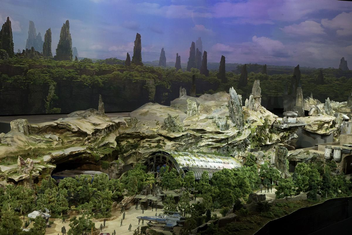 The Star Wars attractions are coming to Disney's parks in Anaheim and Orlando / Disney Parks