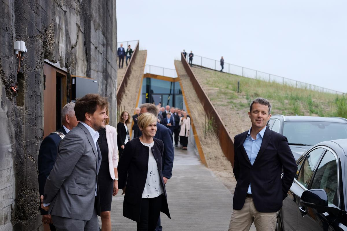 Ingels meets Frederik, the Crown Prince of Denmark, at the opening of Tirpitz / Varde Municipality