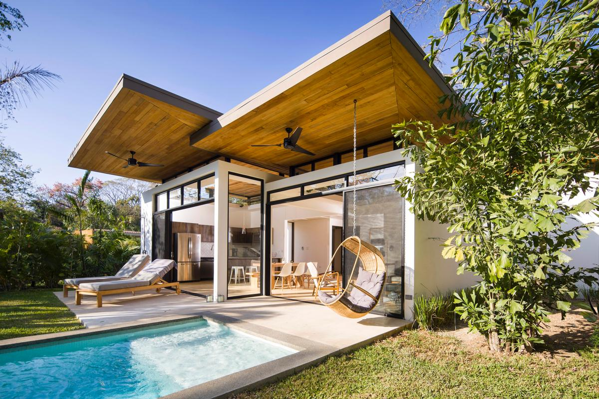 Guests stay in individual pavilion 'homes' rather than rooms, which have been positioned based on research into wind and sun patterns / Studio Saxe