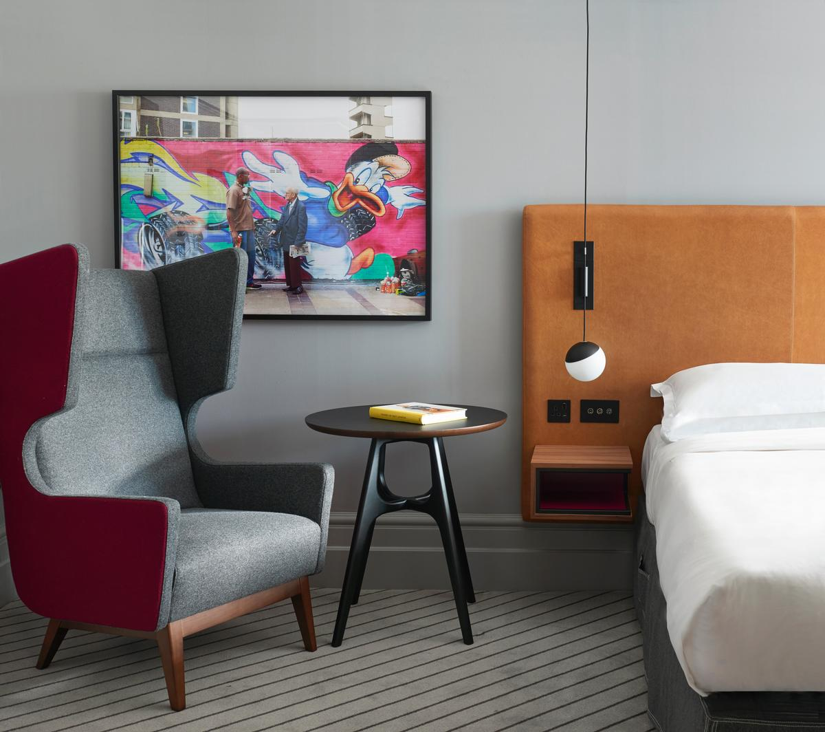 The renovation – commissioned by Andaz owners Hyatt – has updated the rooms to reflect changes in the surrounding City of London and the district of Shoreditch / Andaz London Liverpool Street
