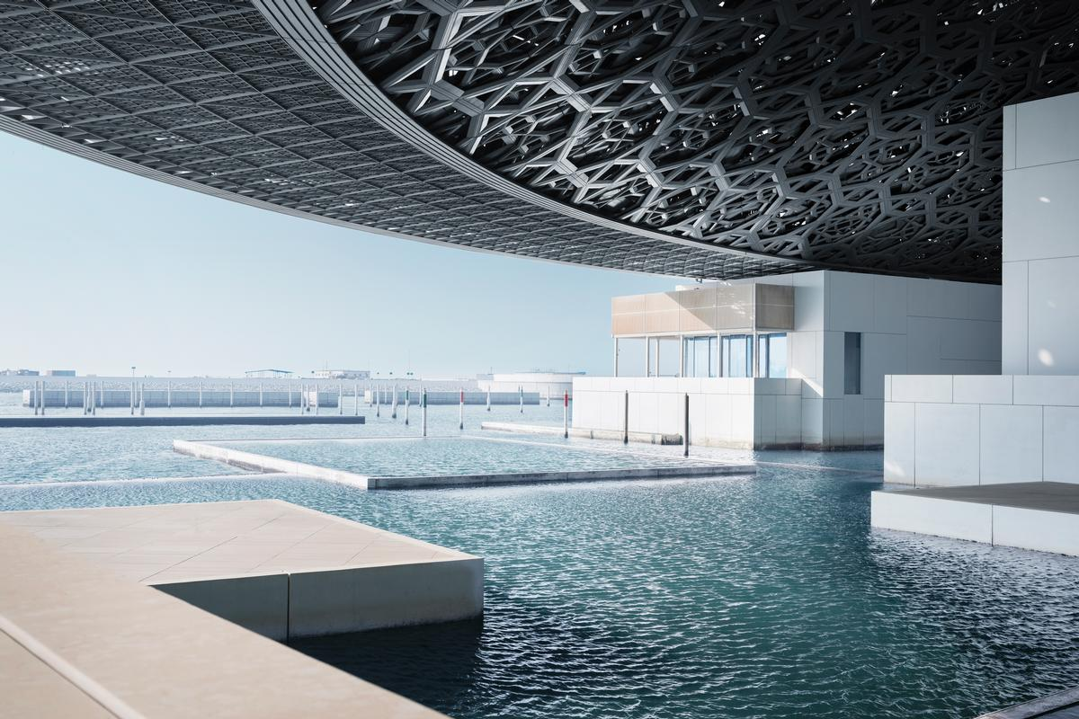 Water is a key part of the Nouvel-designed building, with a system based on ancient Arabic engineering being used to allow water to flow between the outer areas of the museum and to the galleries inside / Mohamed Somji