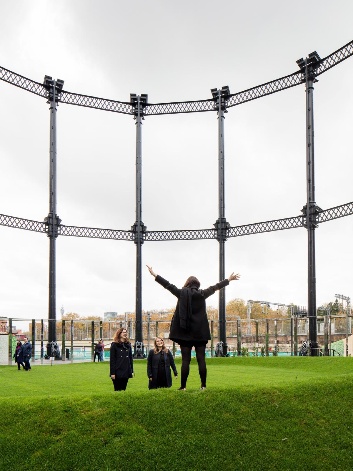 The Victorian-era Gasholder No. 8 was painstakingly dismantled, refurbished and rebuilt in a new location next to Regent's Canal / Bell Phillips Architects