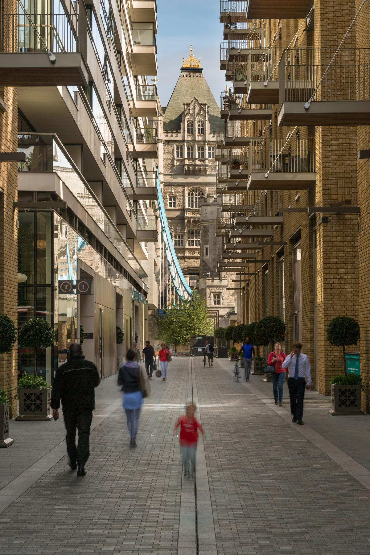 Pedestrians can walk through the development to reach Tower Bridge / James Jones