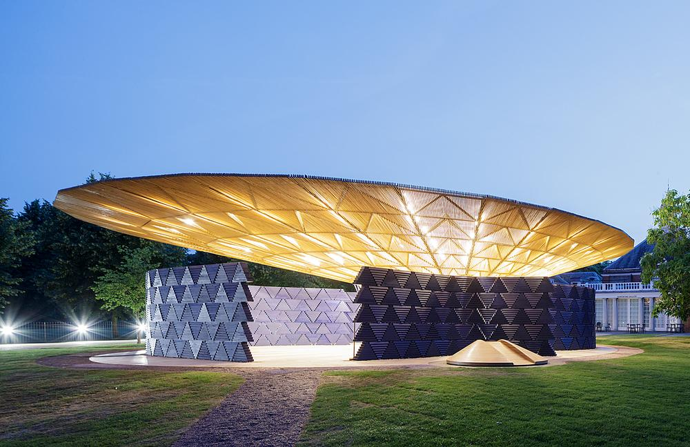 Diébédo Francis Kéré's said the Serpentine Pavilion commission gave him the chance to explore new ways of shaping space / Photo: Iwan Baan