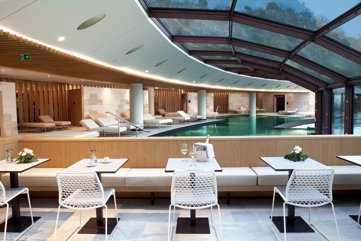 According to Apostoli, the design of the spa mirrors its location above the picturesque Sistiana Bay