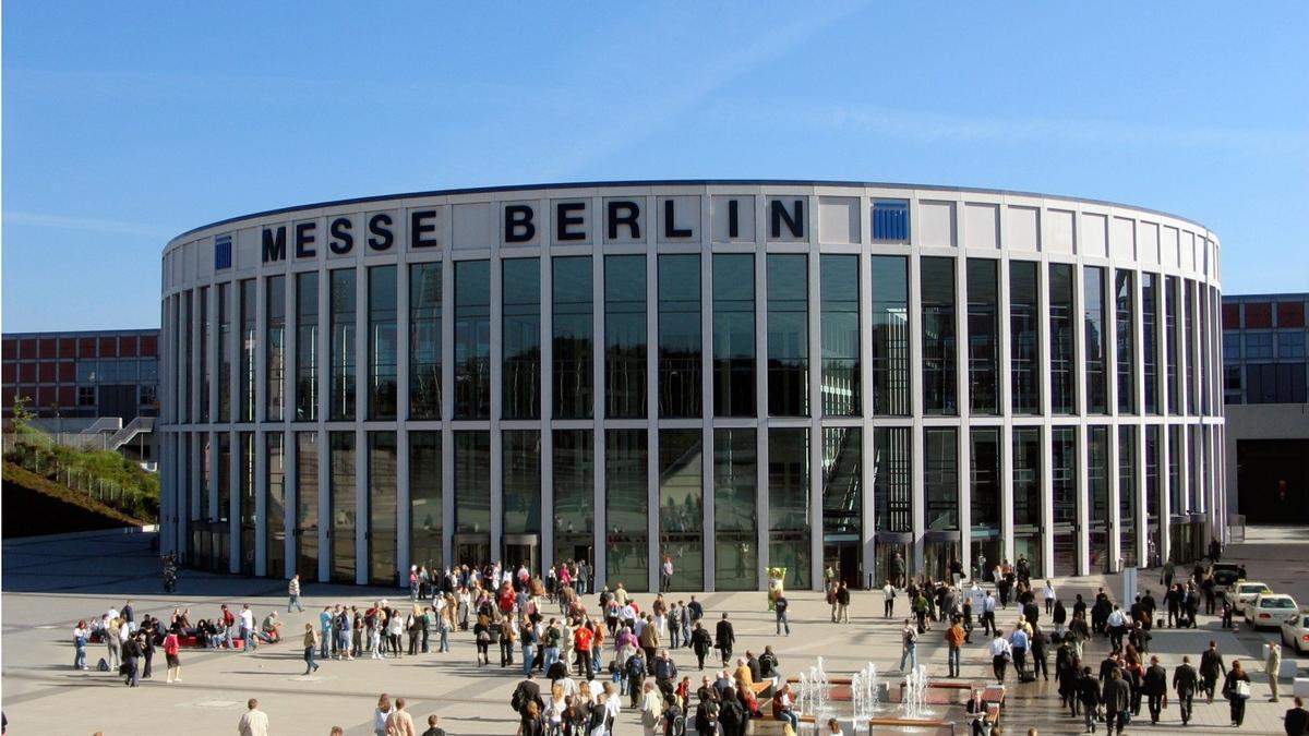 delegates gather in berlin for eas 2017. Black Bedroom Furniture Sets. Home Design Ideas