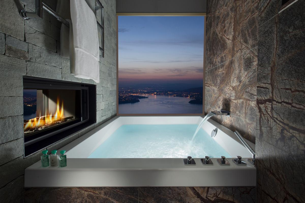 Bathtubs in the hotel look put at the landscape