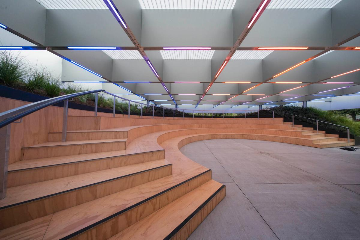 Advanced lighting technology is embedded in the gridded translucent roof canopy to illuminate different types of event / John Gollings