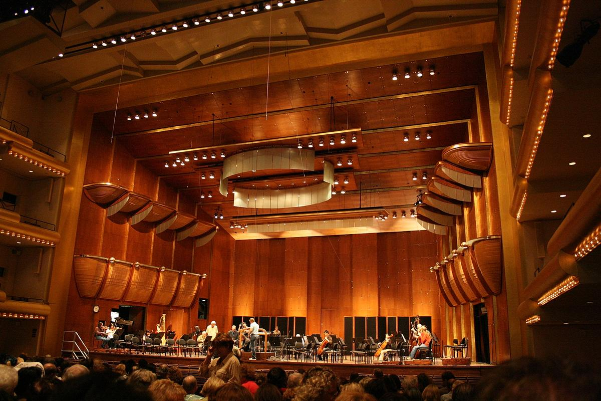 The David Geffen Hall is the Lincoln Center's largest venue and was originally designed by Max Abramovitz, opening in 1962 / Wiki Commons