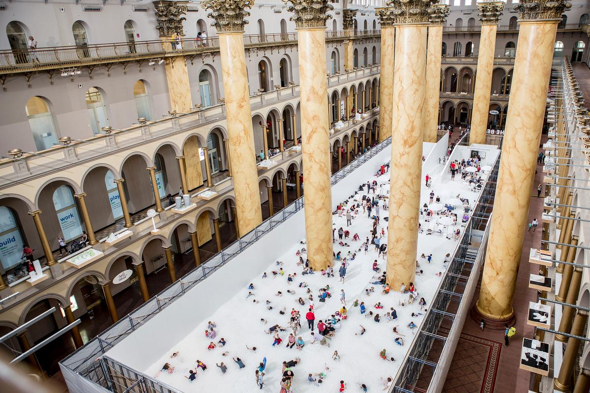 A view of the BEACH installation in the hall of the National Building Museum, Washington, DC / Noah Kalina