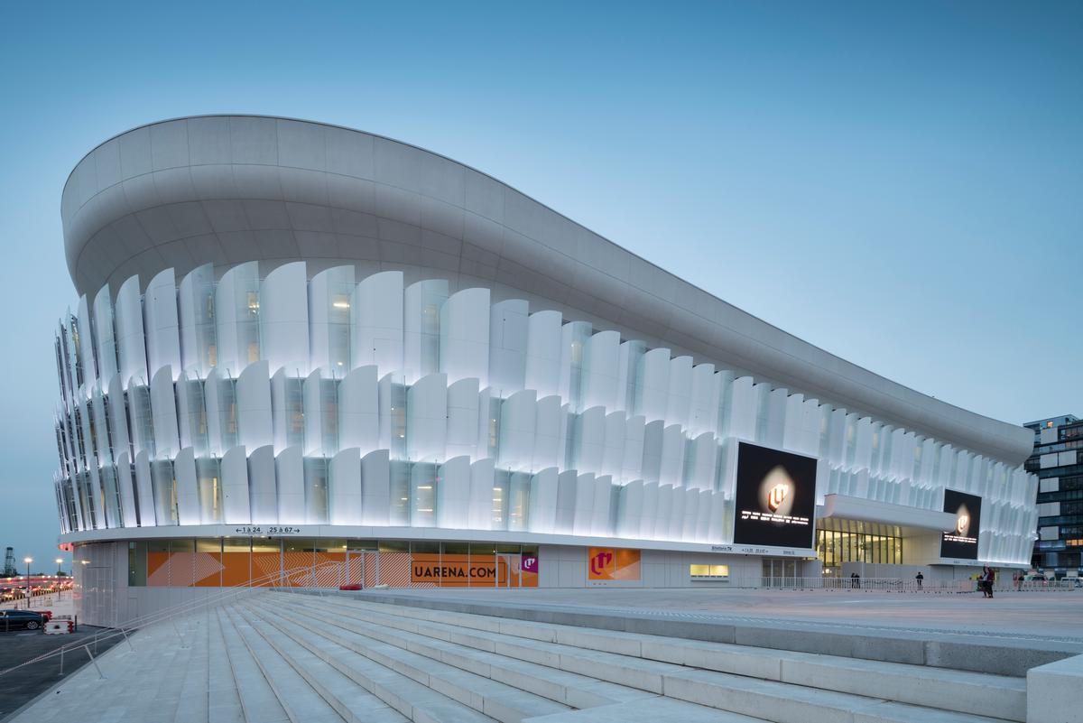 Designed by Pritzker-winning architect Christian de Portzamparc, the arena forms a distinctive horseshoe shape / Nicolas Borel