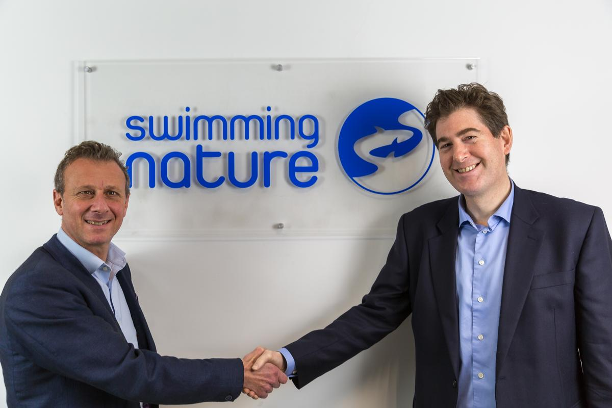 Eduado Ferre (left) shakes hands with his successor as CEO, Adam Paker / Swimming Nature