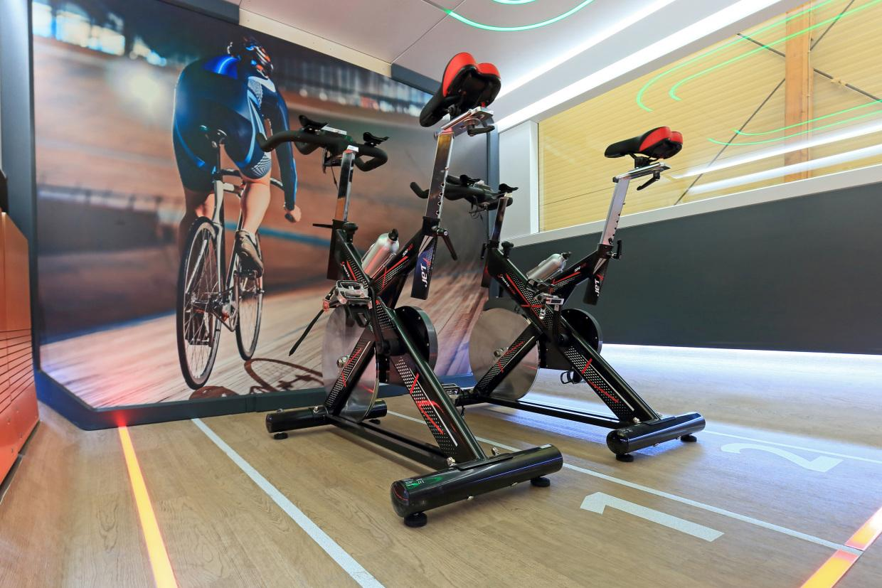 The train features sports cabins with a digital fitness coach and spin bikes / Deutsche Bahn AG / Uwe Miethe