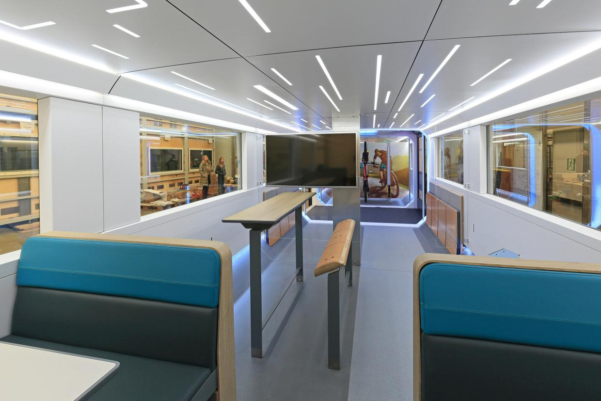 The train has a sleek, futuristic design / Deutsche Bahn AG / Uwe Miethe