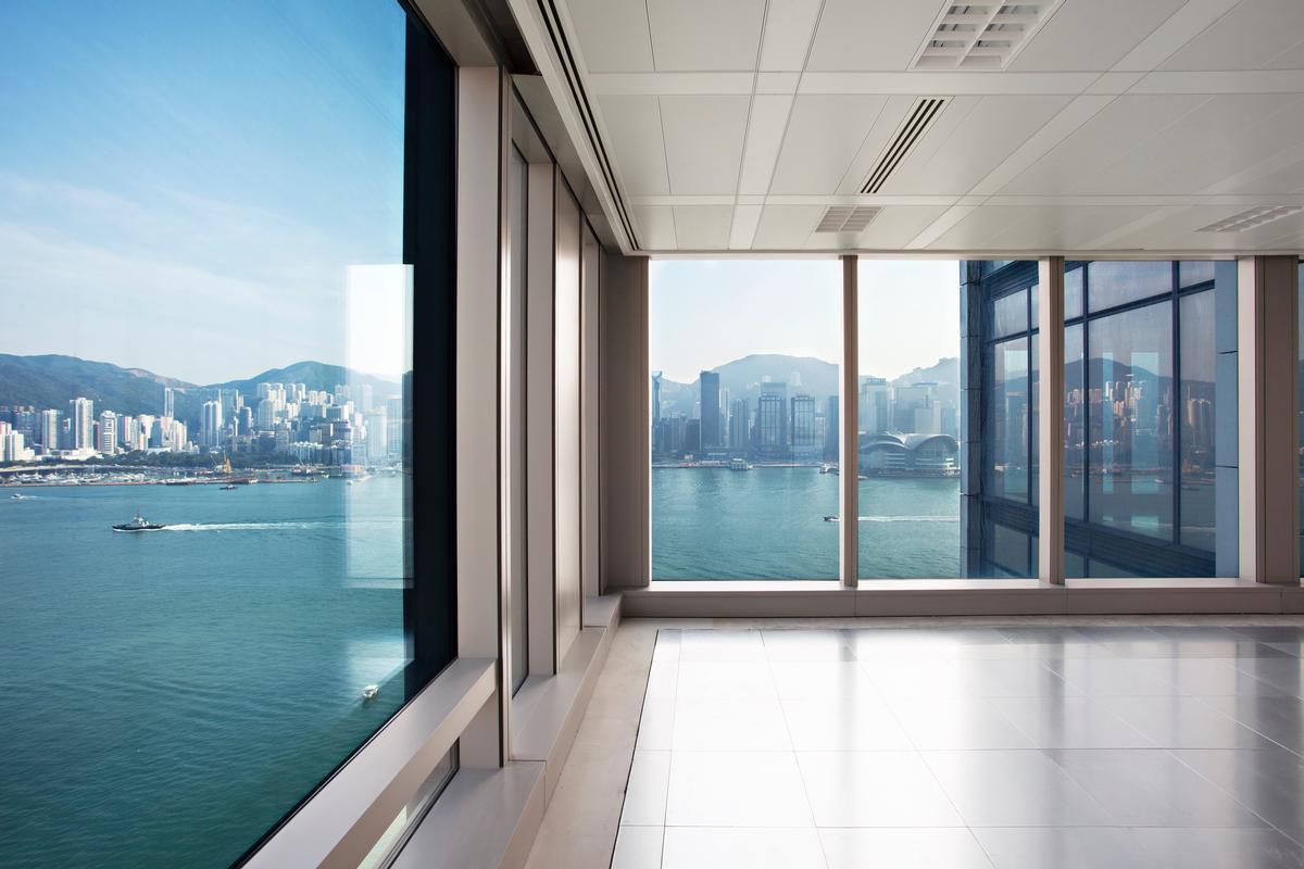 Designed by Kohn Pedersen Fox Architects, the K11 Atelier building is located on the Tsim Sha Tsui harborfront / New World Development
