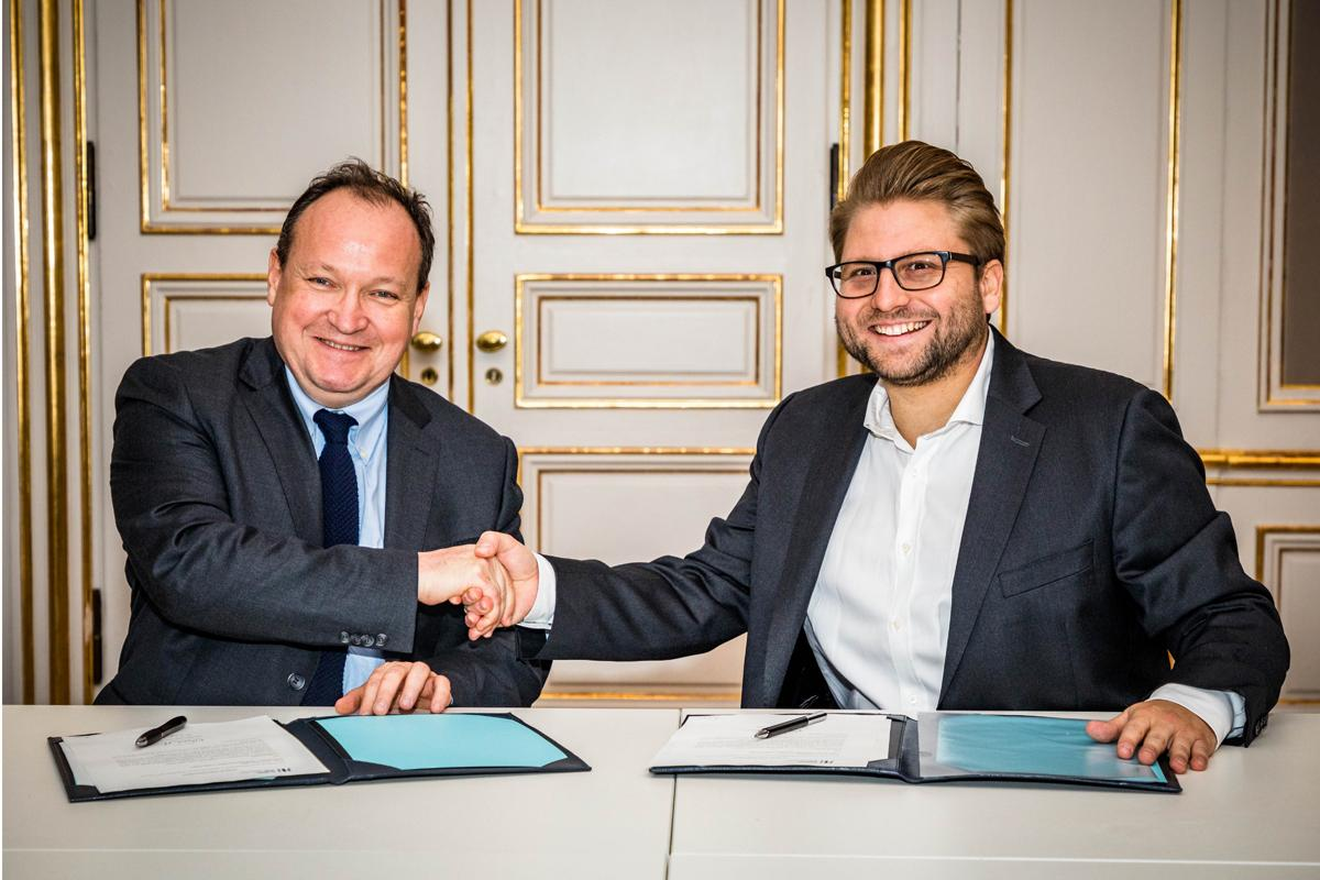 The European Investment Bank's Ambroise Fayolle (left) with eGym CEO Philipp Roesch-Schlanderer / eGym