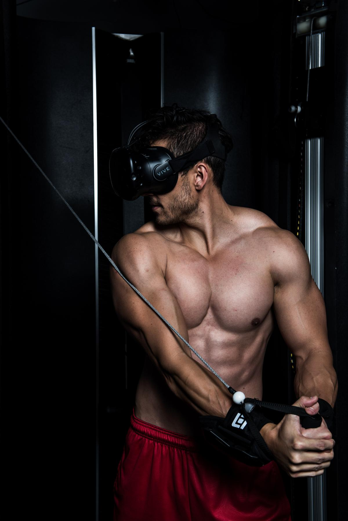 The system tests the user's strength, agility, balance and speed / Black Box VR