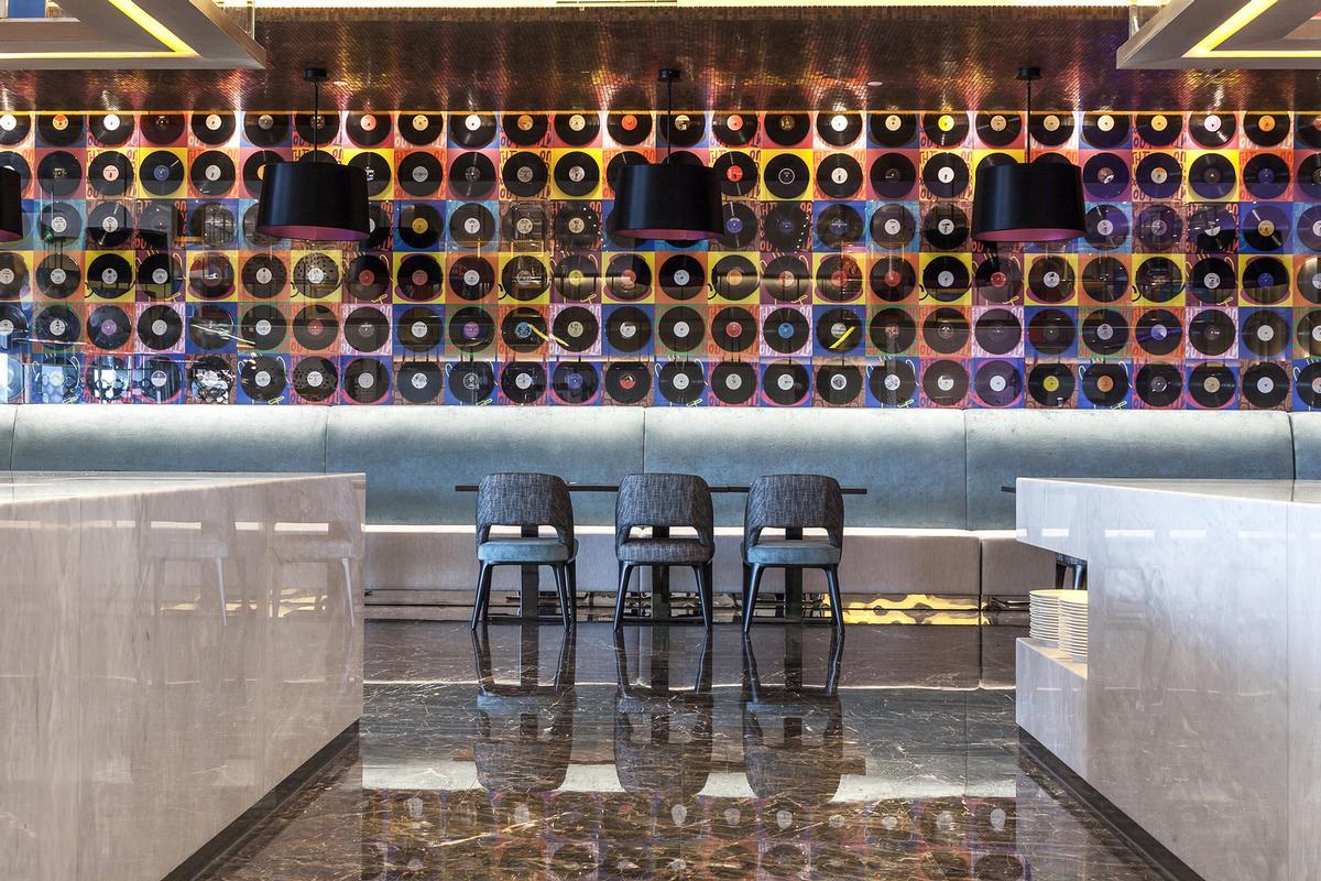 A wall of vinyls features in the main restaurant, Sessions / Nirut Benjabanpot