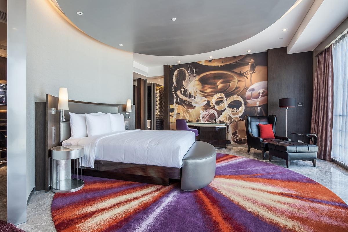 Guest rooms are designed with rotational beds, round psychedelic carpets and custom designed mid-century vintage furnishings / Nirut Benjabanpot