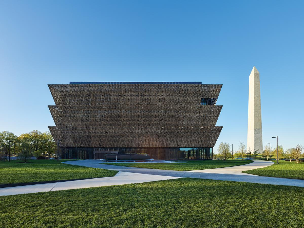 The most significant component of the design is the bronze crown-like Corona, which forms the visible exterior of the building / Alan Karchmer/NMAAHC