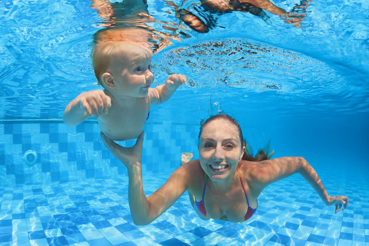 Water Babies lessons teach babies to control their breathing when swimming / Shutterstock
