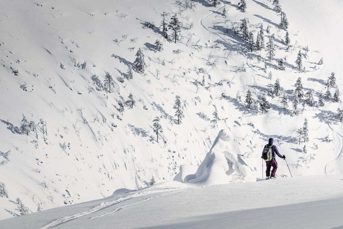 Players must explore the mountain's slopes to solve the mystery