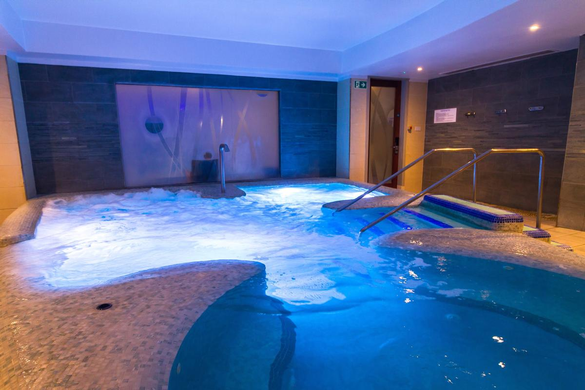 Guests can indulge in the healing effects of water, from a hydrotherapy pool providing therapeutic bathing, a cold plunge pool and a refreshing ice fountain to experience showers featuring Kohler Real Rain / Kohler Waters Spa