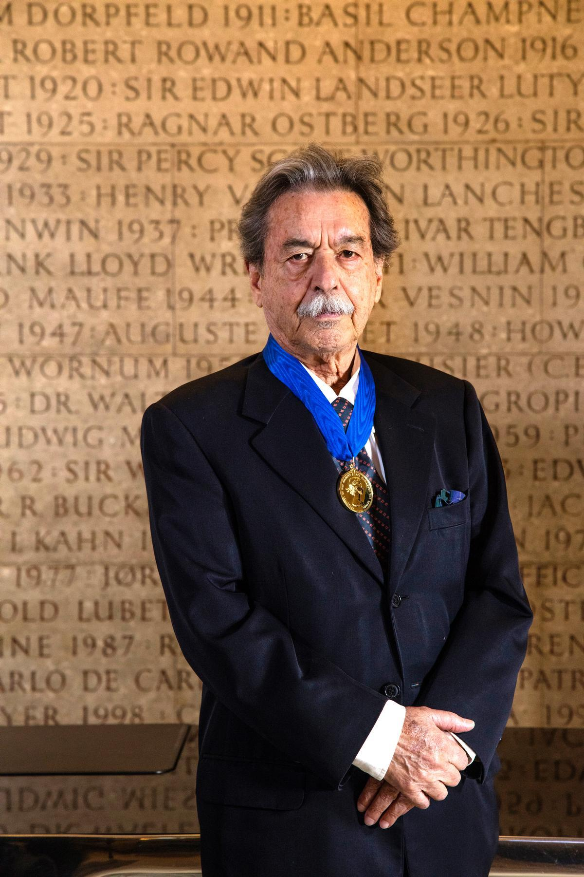 da Rocha was awarded the 2017 Royal Gold Medal for architecture by the Royal Institute of British Architects / RIBA