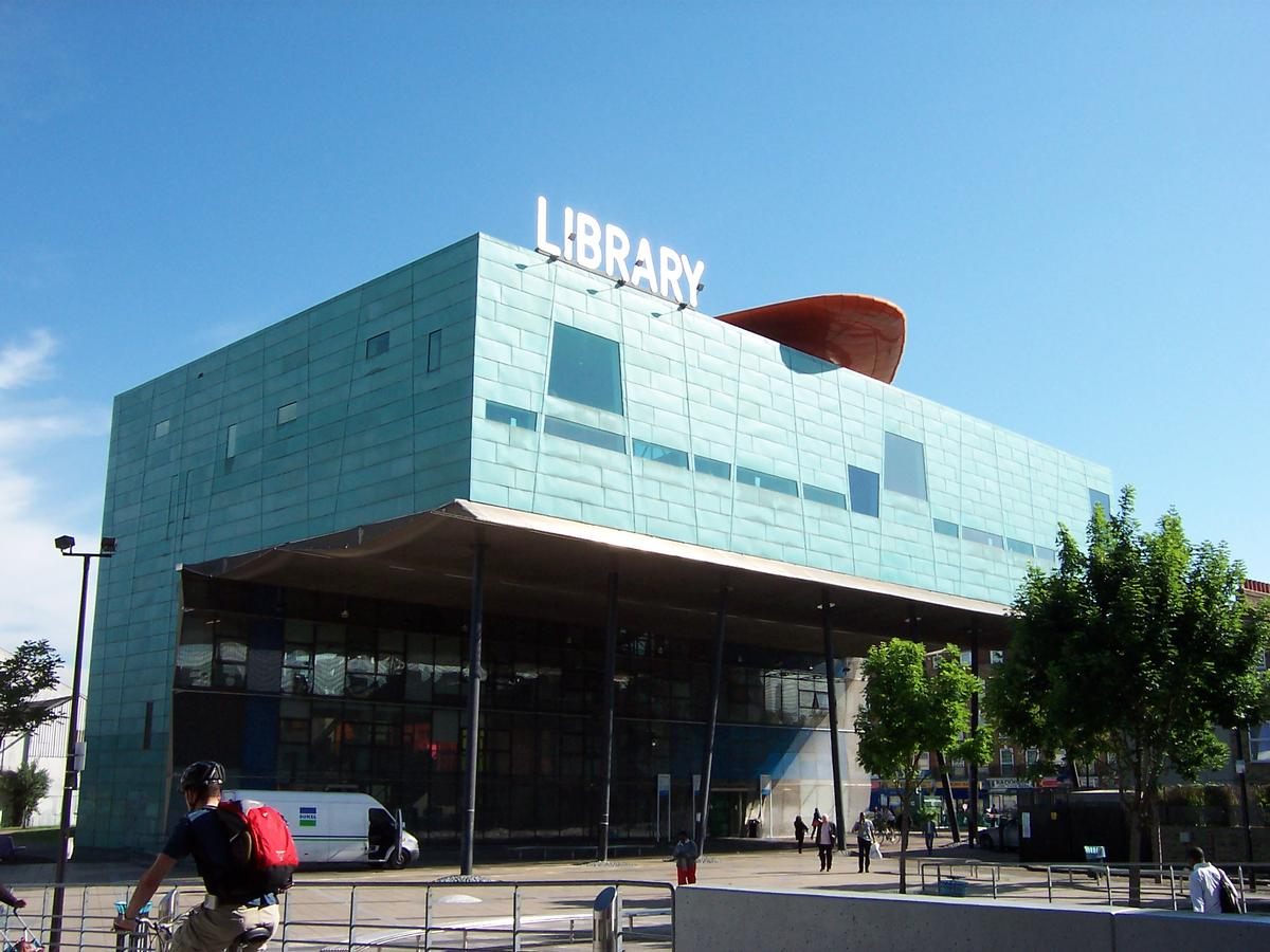 Alsop was known for his bold, colourful and often avant-garde buildings, including Peckham Library in London, for which he won the Stirling Prize in 2000