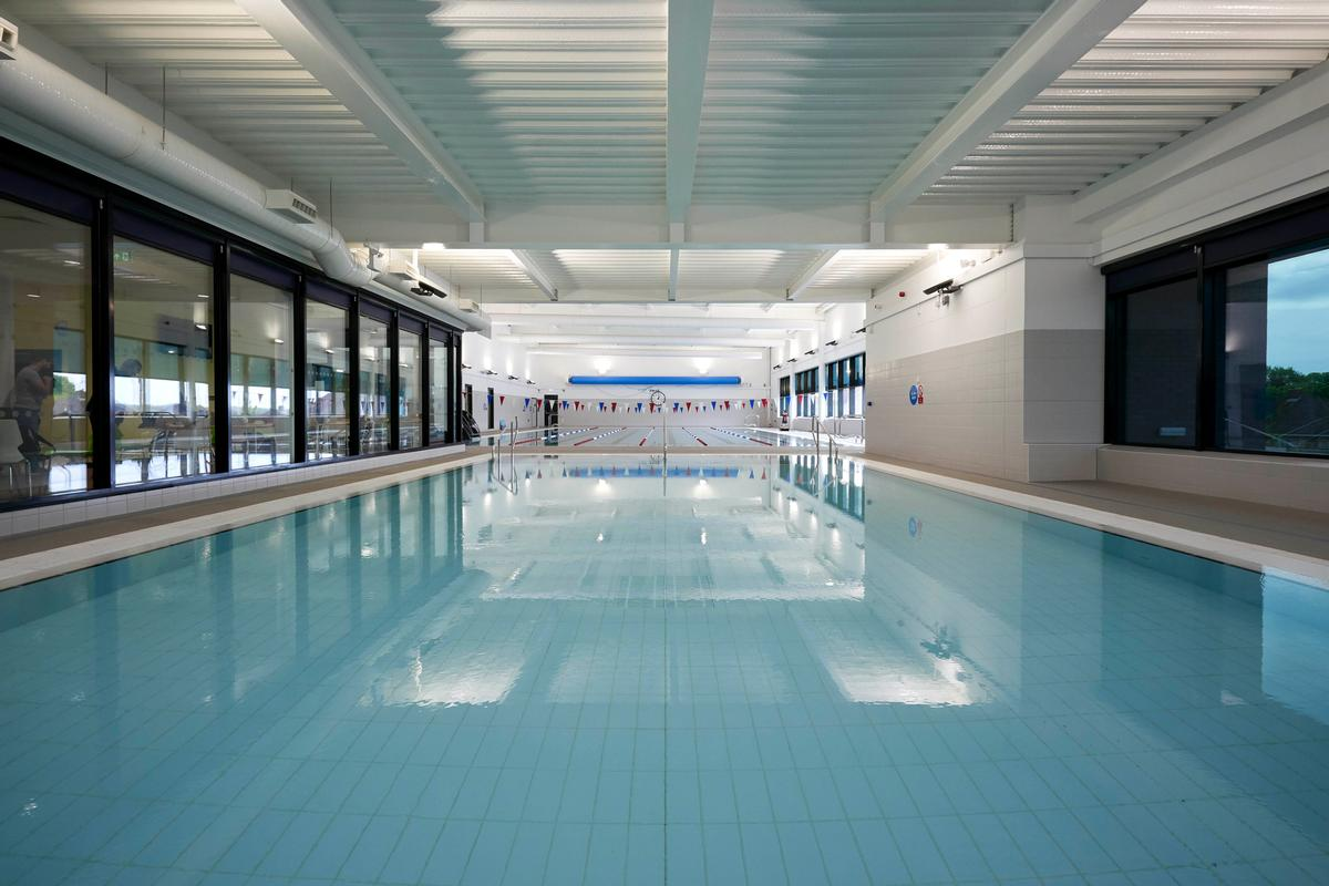 Facilities include a 25m swimming pool, teaching pool and a health club with a 75-station gym / BCC