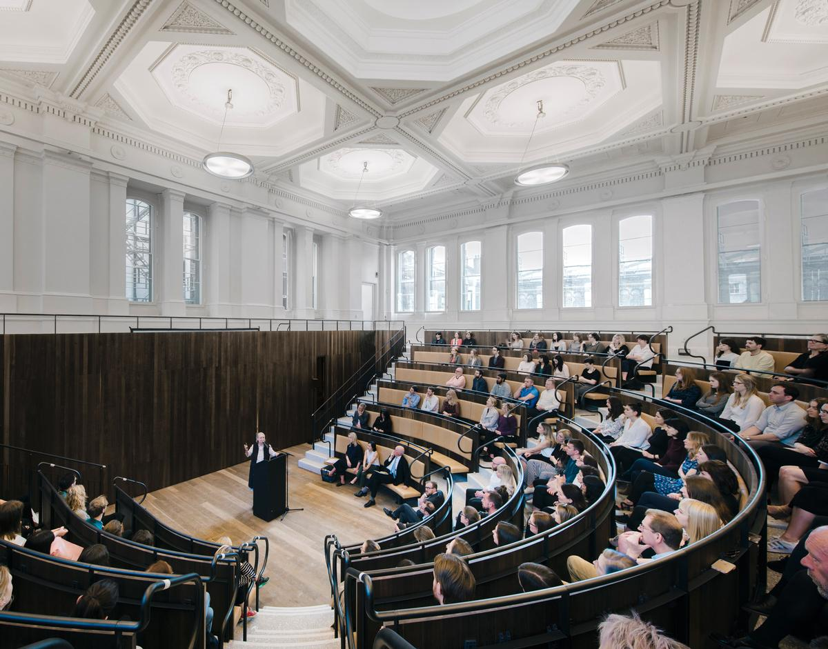 Chipperfield has restored many of its original design features, while carefully inserting a 250-seat lecture theatre / Simon Menges