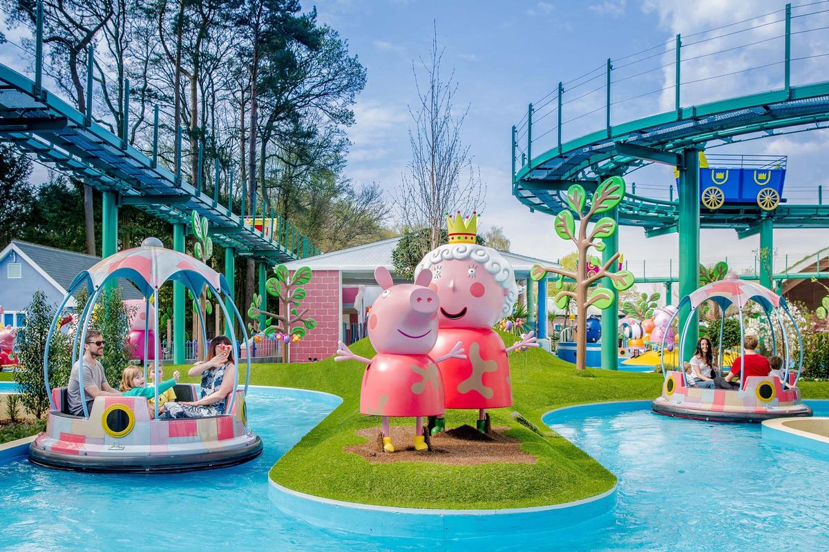 Grampy Rabbit's Sailing Club features individual boats twisting and turning along a Pirate Island-themed lazy river