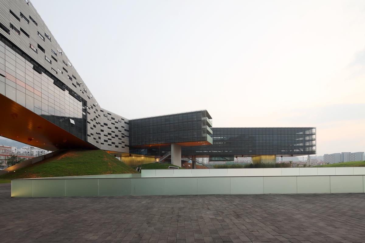 Horizontal Skyscraper – Vanke Center Shenzhen,